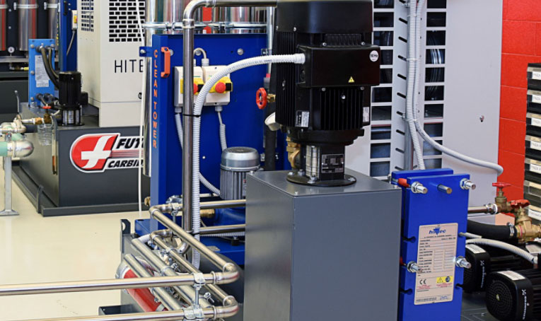 Diedron Filtertechnik | Detailsaufnahme Zentralanlage beim Werkzeugschleifen