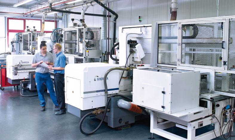 Produktionsmaschinen in der Schleiftecnik befüllt mit Master Fluid Solutions TRIM E715