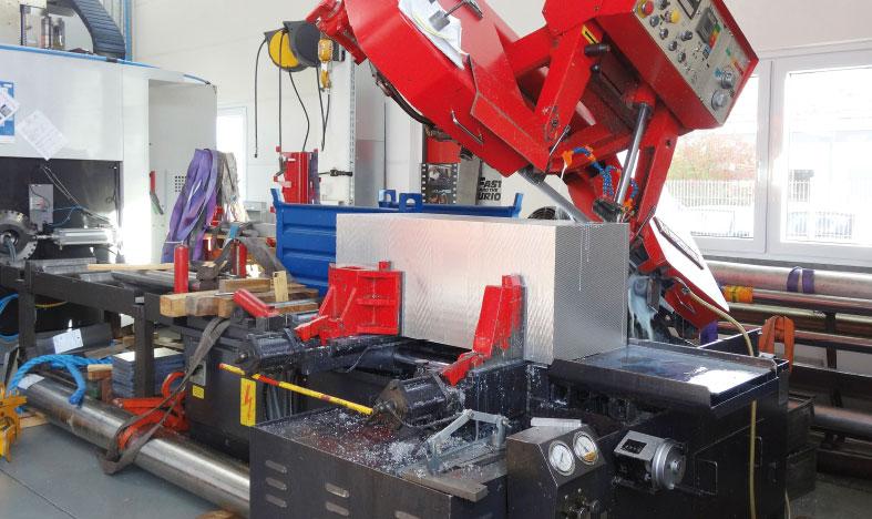Automatischer Zuschnitt von Werkstücken mit Master Fluid Solutions TRIM Microsol 690XT